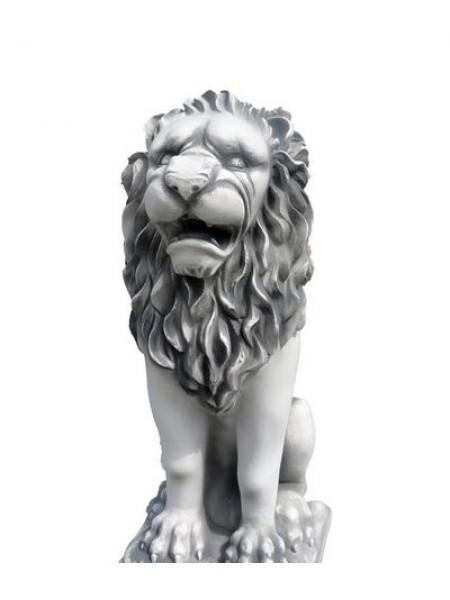 Скульптура Лев сидя на подставке (3.1).